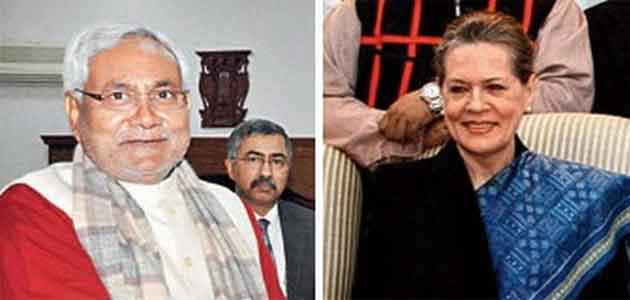 Congress president Sonia Gandhi and Bihar Chief Minister Nitish Kumar at the AMU unit foundation stone laying ceremony at Kishanganj.