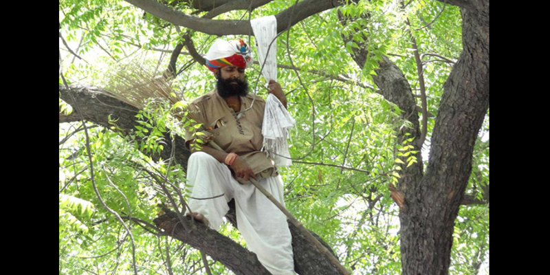 A farmer from Rajasthan committed suicide at an AAP rally in Delhi.
