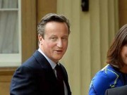 UK Prime Minister David Cameron paid a visit to the Queen after his party clinched majority in the national elections.