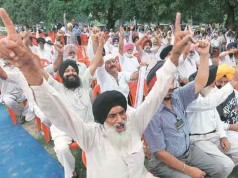 Ex-servicemen refuse to accept the govt offer on OROP and promise to continue their agitation.